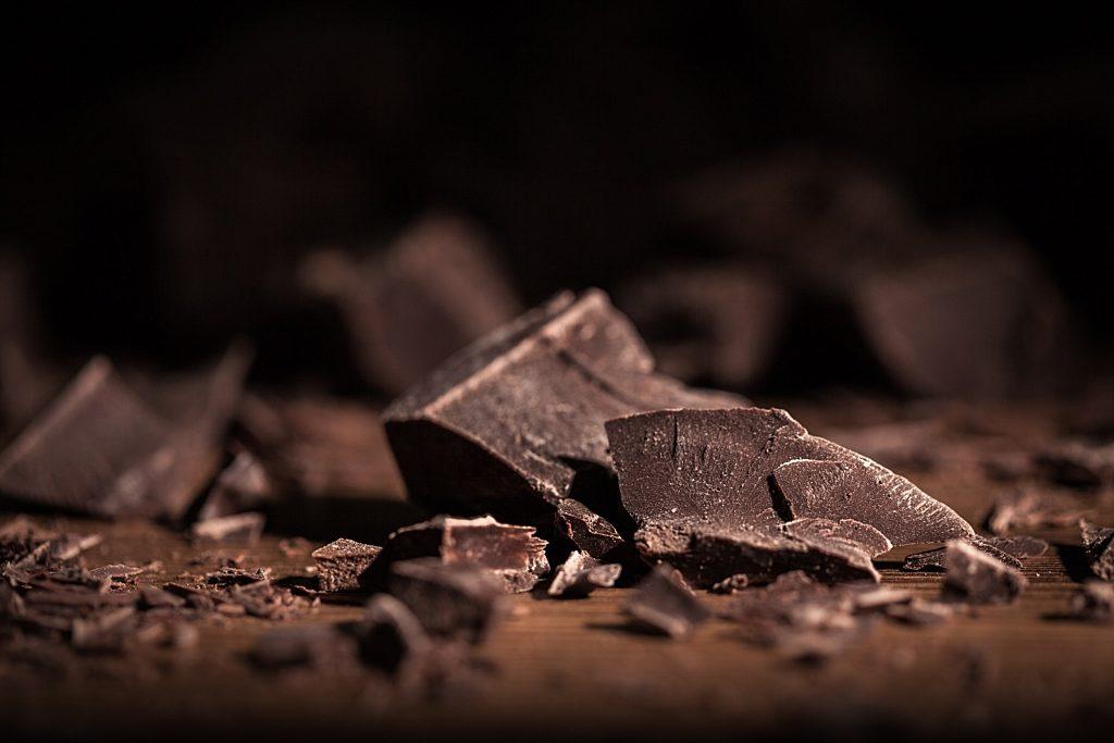 eat dark chocolate to lower cholesterol